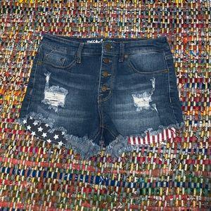 Decorative pocket jean shorts